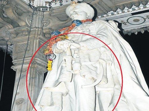 Chamarajendra Wadiyar statue damaged again