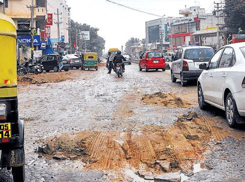 Karnataka Govt to release Rs 1k cr for Bangalore road repairs