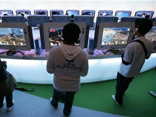 Playing action video games boost motor skills