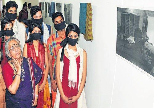 A photo show on handloom fabrics