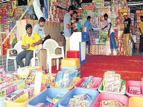 If rains play spoilsport, cracker sales may get hit