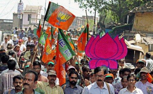 Saffron Brigade demolish Cong base in Mumbai