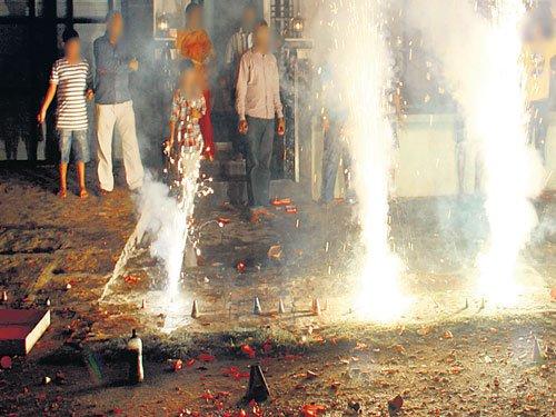 100 suffer eye injuries during Deepavali