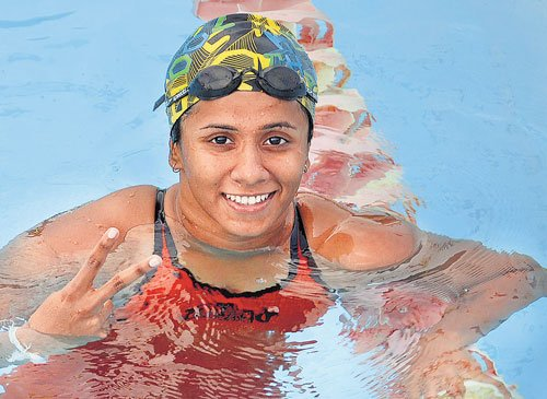 Meenakshi sets the pool ablaze on day two