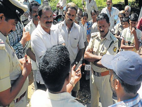 Villagers prevent officials from conducting survey