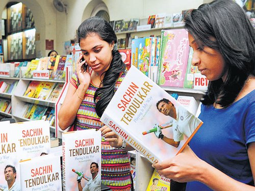 Sachin scores a six with book lovers