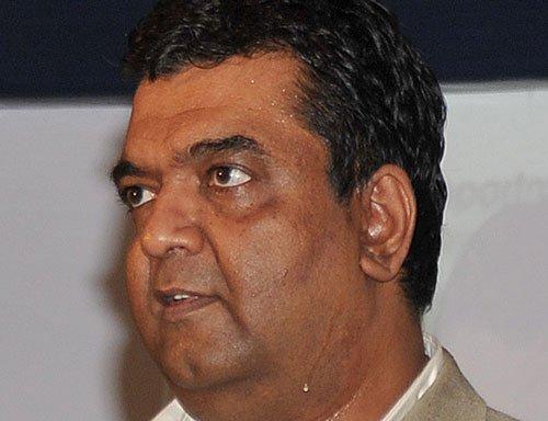 Minister ticks off IT secretary