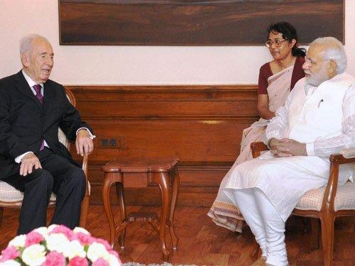 Modi combining best of Gandhi, Nehru to bring '3rd revolution' in Ind: Peres