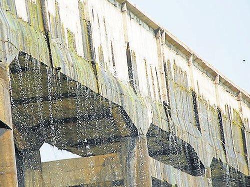 Aqueduct of Varuna canal in poor shape