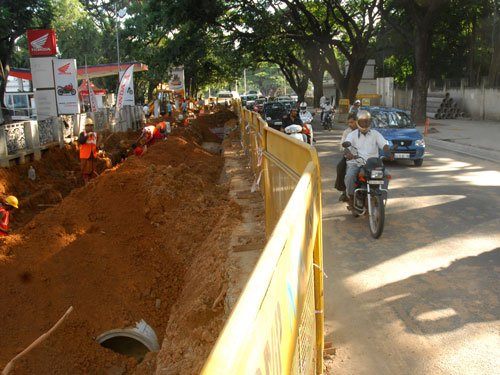 Shrinking road roils residents