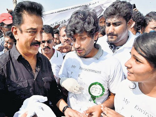 Kamal Hassan joins Clean India campaign on b'day