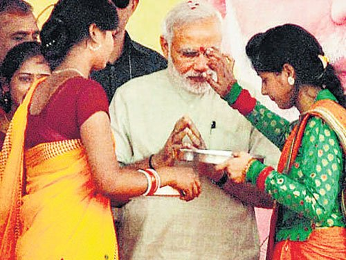 Celebrate birth of daughters like festivals: Modi