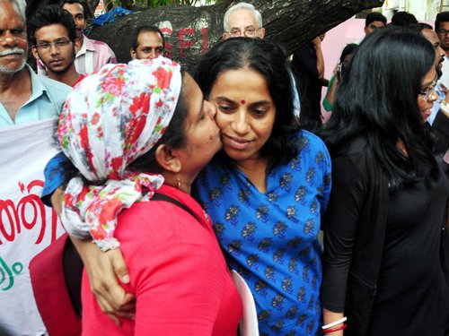Kiss of Love protest in Delhi, 70 detained