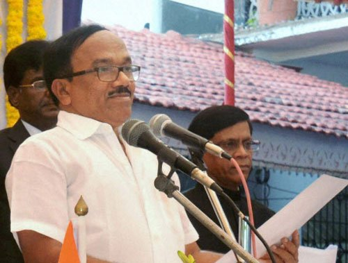 Laxmikant Parsekar wards off dissenters to become Goa CM