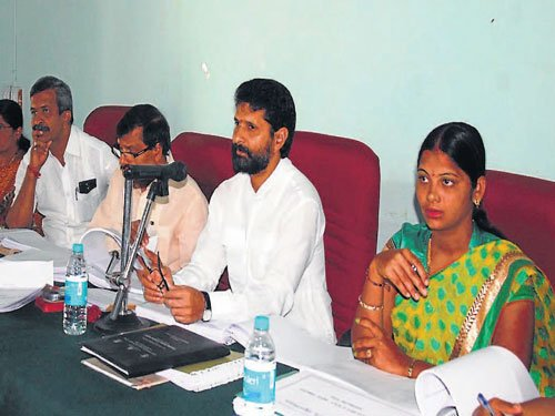 Discussion over transfer policy ends up in tiff between MLA, MLC