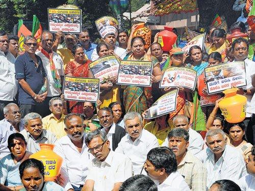BJP corporators protest hike in water tariff