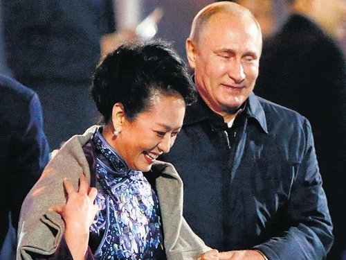 China sees red over Putin's warm gesture to Xi's wife