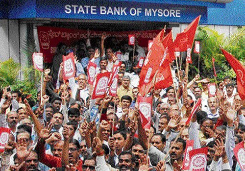 Strike brings banking services to a halt