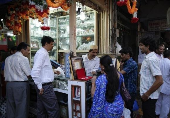 Global gold demand near 5-year low in Q3, India overtakes China - WGC