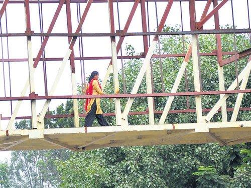Mekhri Circle skywalk to open in two months