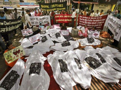 Bhopal gas victims assured compensation, end fast