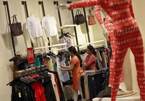 Retailers hobble online as e-commerce firms race ahead