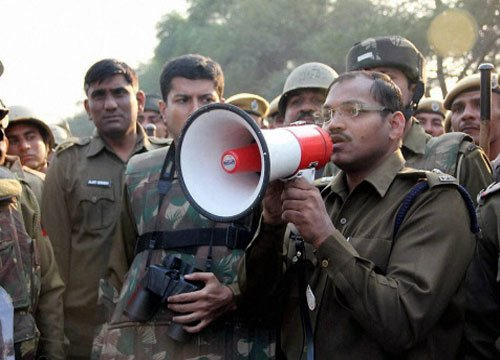 Haryana police clash with Rampal supporters at ashram