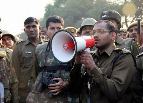 Several media persons injured as Haryana Police target them