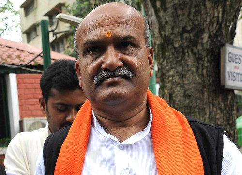 Muthalik booked for remarks on rapists