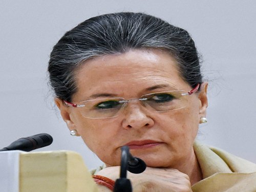 Sonia slams BJP, says it is playing politics over relief work