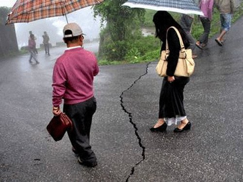 One killed in 6.3 quake in China