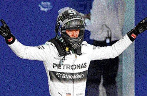 Rosberg edges Hamilton in pole for F1 title decider