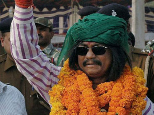 The raja who trounced Jharkhand 'king' swims against current