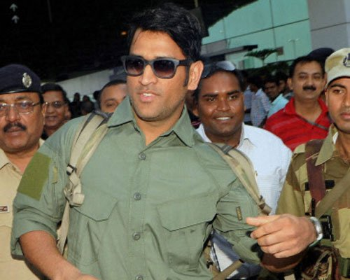 Dhoni expected to join Indian team ahead of Adelaide Test