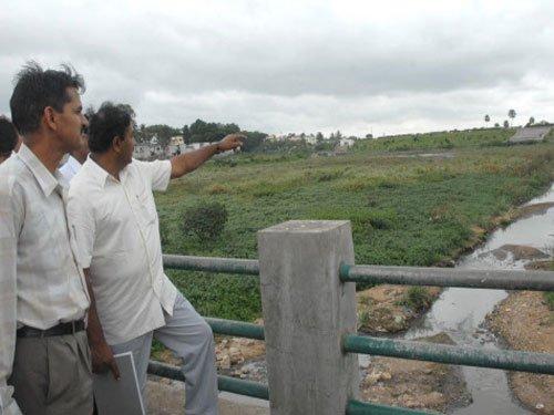 Mayor promises to clean up Kempambudhi lake