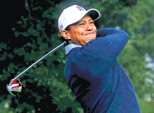 Miserable start for Tiger in comeback event