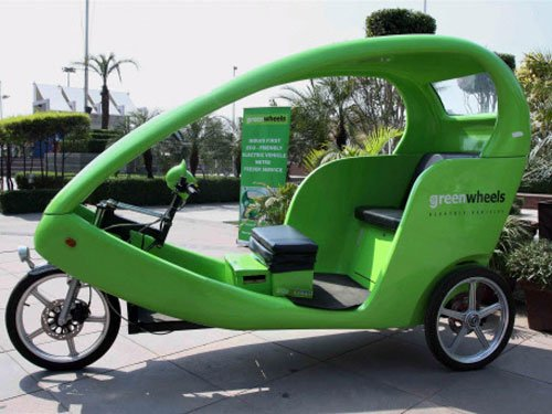 Govt relaxes norms for licenses for e-rickshaw drivers