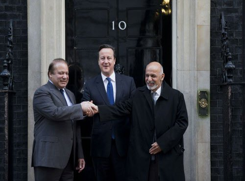 Cameron, Sharif, Ghani, hold trilateral talks
