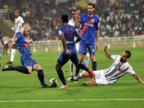 Mumbai City FC keep hopes alive beating Atletico de Kolkata