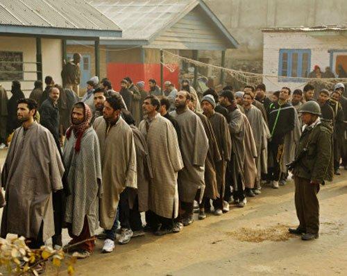 Kashmiris defy cold, separatist boycott to cast ballot