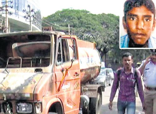 Mob sets fire to water tanker after man killed in accident