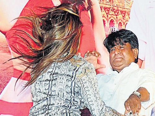 Starlet slaps director at music launch of film