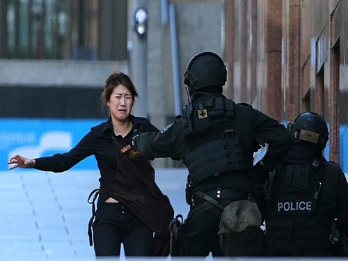 Five hostages run out of Sydney siege cafe
