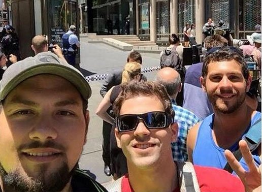Sydney siege: Bystanders spark outrage as they take selfies outside Lindt cafe