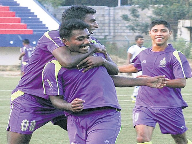 ASC fight their way into final