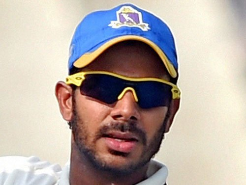 Close shave for Manoj Tiwary after he is hit by bouncer