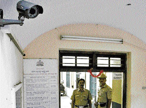 Police moot CCTV cameras  at every private premises