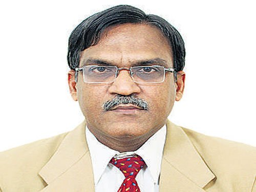 Kidwai chief accused of swindling funds