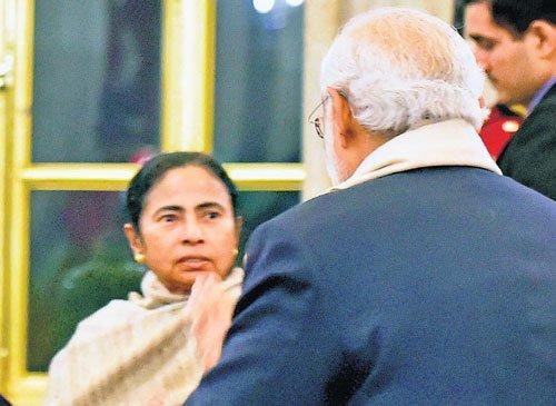 Modi, Didi meet at banquet for Bangla prez