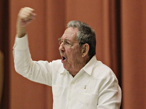 Castro hails US-Cuba thaw, but says won't change pol system